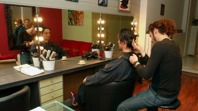 Les Coiffeurs Se Faisaient Des Cheveux Macron Les Rassure