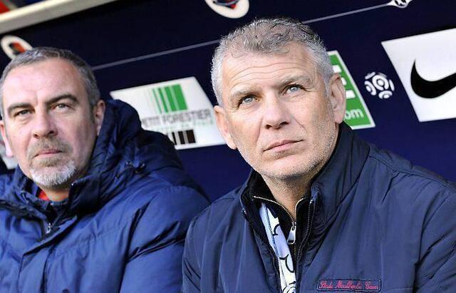 Patrice Garande, ici avec son adjoint Jean-Marie Huriez, a mené le SM Caen jusqu'à la 7e place