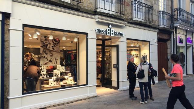 nouveau style prix de la rue Livraison gratuite dans le monde entier Une boutique Bijou Brigitte dans le centre-ville d'Alençon ...