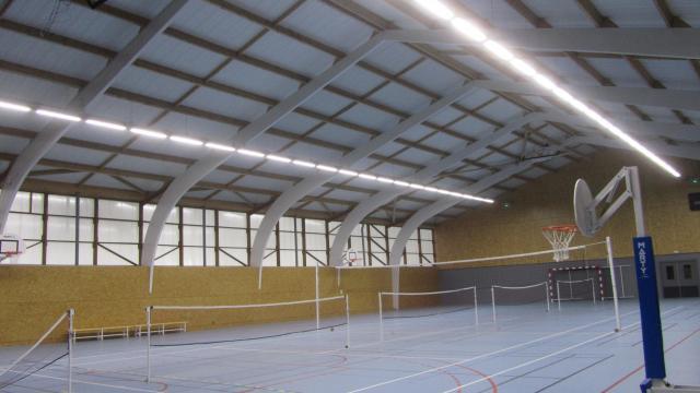 Bais Une Salle De Sport Aux Luminaires Economes Vitre Maville Com