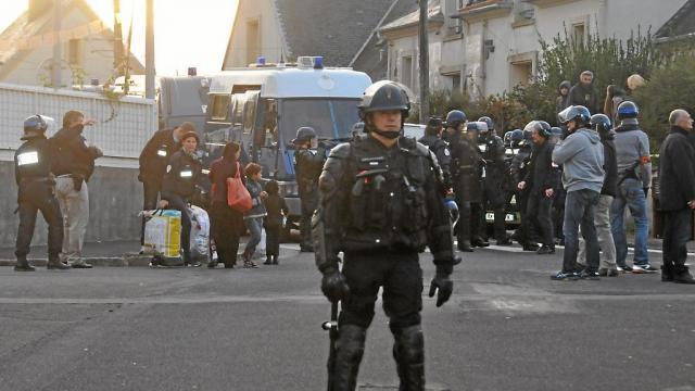 photo les policiers ont procédé à l'évacuation, vendredi matin, au forestou. © crédit photo : ouest-france.