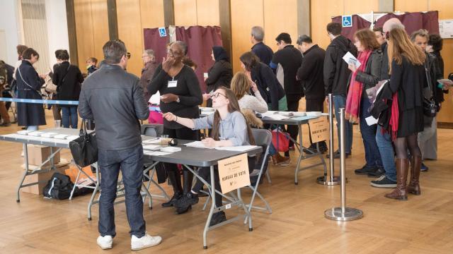 Direct. présidentielle : les premiers bureaux de vote ferment la