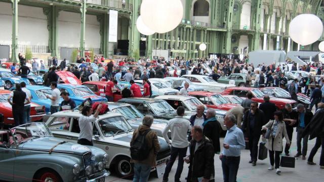 les voitures anciennes du tour auto à saint-malo ce mardi après-midi