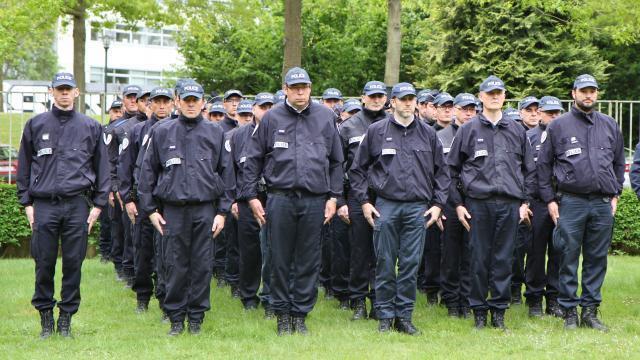 photo rennes. les policiers des différents service du commissariat ont rendu hommage à leur collègue parisien assassiné jeudi dernier © ouest-france