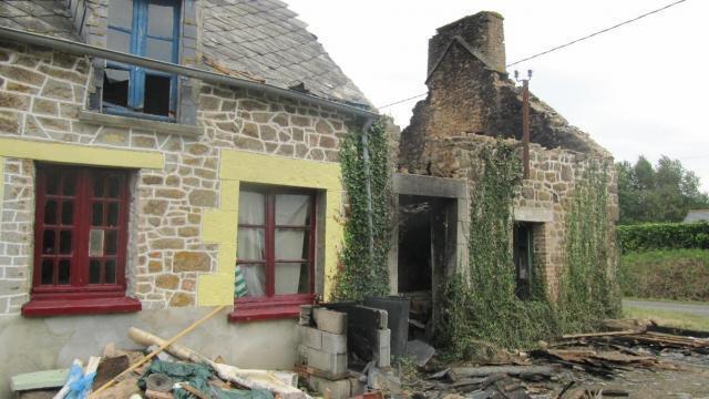 Photo Une Dépendance Mitoyenne à Une Maison Du0027habitation A été Détruite Par  Un Incendie