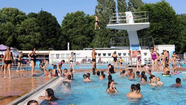 Nantes Nager A Ciel Ouvert A La Piscine Des Dervallieres Nantes