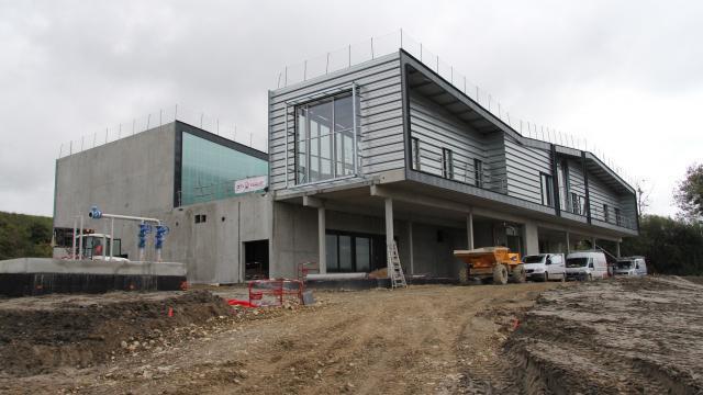 photo la future usine d'eau potable, installée à saint-pair-sur-mer, entrera en service au printemps 2018. © fabien jouatel.