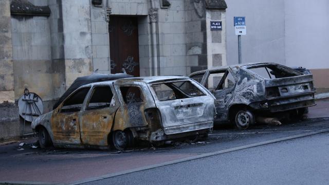 montrevault. deux voitures brûlées la nuit dernière - angers.maville