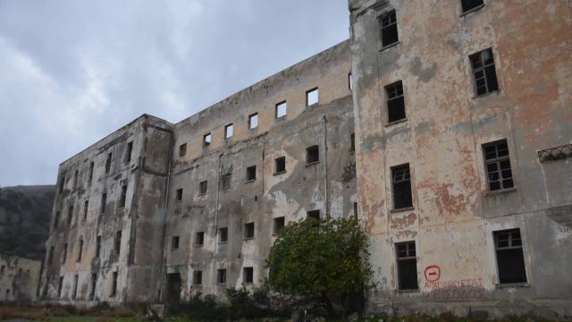 Grèce. Réfugiés et malades se partagent l'île des damnés - Niort.maville.com