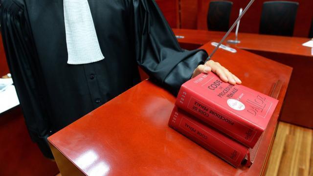 Grand format. nantes. dans le secret des bureaux des juges cholet