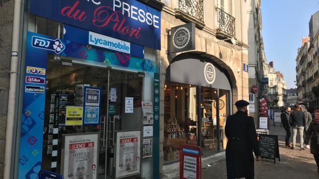 Nantes un homme braque un patron de tabac presse angers maville