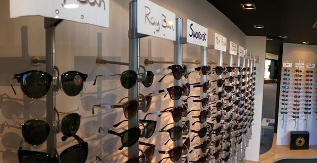 57fb82eae12a18 Même constat en ce qui concerne les différents accessoires et produits  annexes (étuis, cordons, loupes, jumelles, longues vue, téléagrandisseurs.