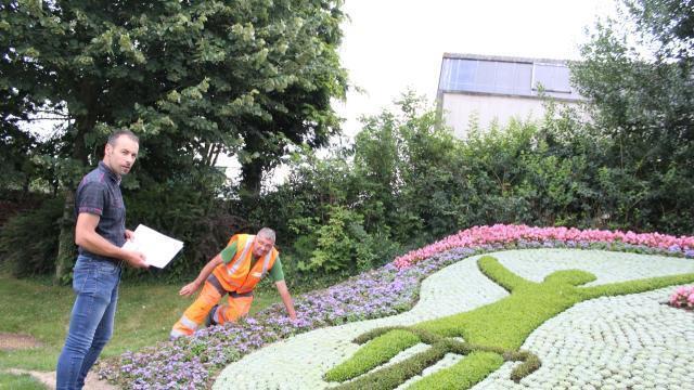 La ville de mayenne se met aux couleurs du tour laval for Responsable des espaces verts