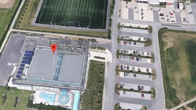 photo l enfant été enfermé dans une voiture sur le parking de la piscine de 15af772849b8