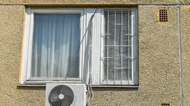 photo photographie d'une fenêtre d'appartement. (illustration) © majorosl66 - stock.adobe.com