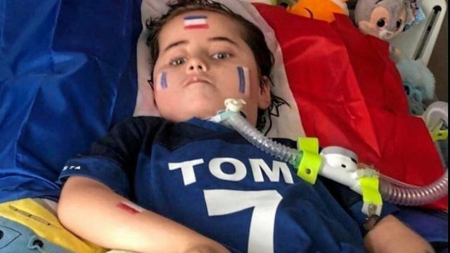 Atteint d'une grave maladie, le petit Tom, âgé de 6ans, a eu la belle surprise de recevoir une vidéo de son idole Antoine Griezmann