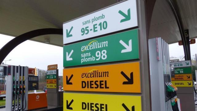 photo la grogne contre l'augmentation des prix des carburants, forte notamment d'une pétition signée par 500 000 personnes, se cristallise autour d'un appel au blocage des routes. © ouest-france