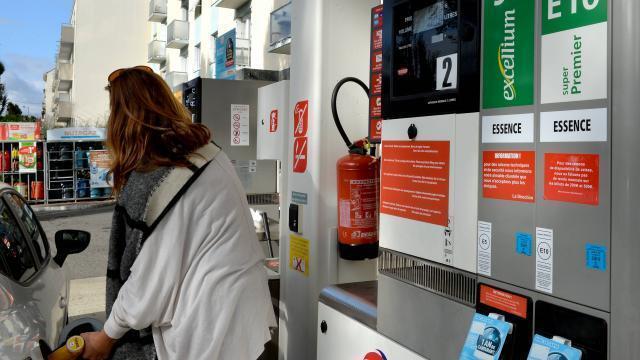 photo le prix du litre de gazole a encore légèrement progressé la semaine dernière. celui du sans plomb 95 s'est un peu replié. © joel le gall / ouest france