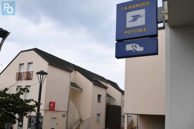 Nantes Greve A La Banque Postale Nantes Maville Com