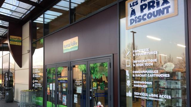 Lisieux ouverture d une boutique bureau vallée zone de l