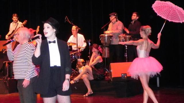 photo le concert a débuté par «?les comédiens?» de charles aznavour. © ouest-france