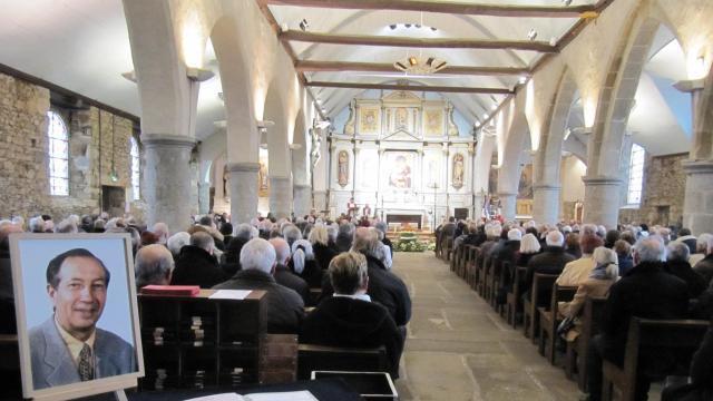 Église Comble Pour Les Obsèques Du0027Yves Le Faucheur    Saint Brieuc.maville.com