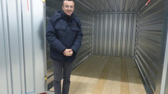 Grande Distribution Super U Des Box Et Un Camion Porte Voiture à