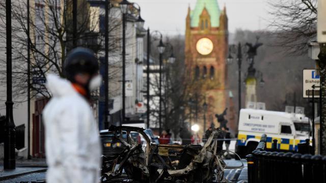 irlande du nord un groupe se pr sentant comme l 39 ira revendique l 39 attentat de londonderry. Black Bedroom Furniture Sets. Home Design Ideas