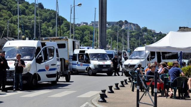 photo un syndicaliste a été condamné pour port d'arme prohibé (un couteau) lors de la venue d'emmanuel macron à saint-brieuc en juin 2018.? © archives