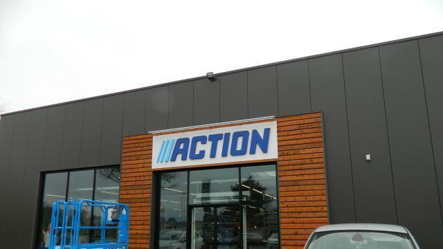 photo derniers préparatifs pour l ouverture du magasin action, prévue le 7  février, a9df81411df