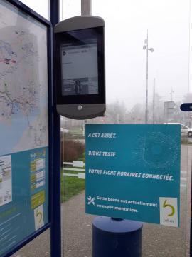 photo bibus teste les fiches horaires connectées avec la technologie «?e-paper?». © dr