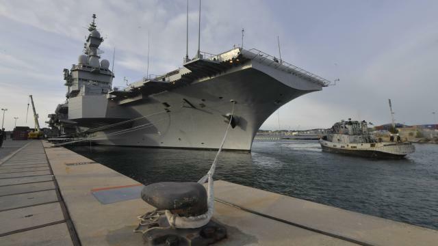 Le Porte Avions Charles De Gaulle Vient D Appareiller De Toulon
