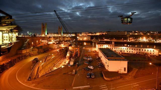 photo la ville de brest et son téléphérique, de nuit, le 5 janvier 2017. © thierry creux - archives ouest-france