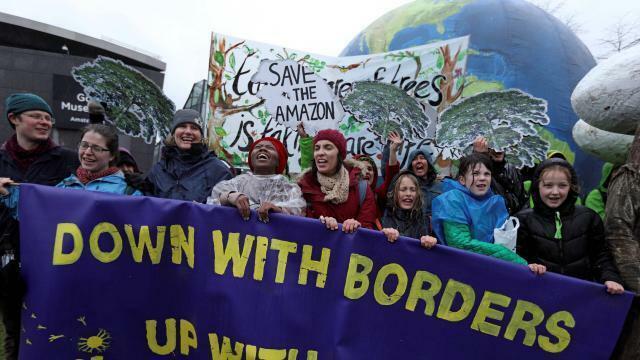 photo manifestation pour le climat, le 10 mars, à amsterdam, aux pays-bas. © reuters/eva plevier
