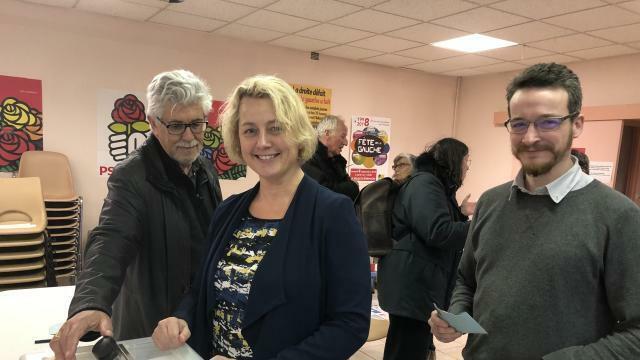 photo isabelle assih et edern perennoù lors du vote au ps, hier © ouest-france