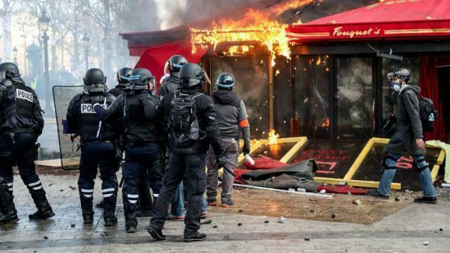 photo info gilets jaunes. Le dispositif policier était-il suffisant face aux violences à Paris ?