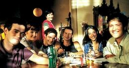 actu cinéma l'auberge espagnole de cédric klapisch (2002) relate les aventures multiculturelles d'un étudiant français à barcelone dans le cadre du programme d'échange européen erasmus.