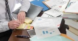 Info insolite avec un bureau mal rangé, vos collègues pourraient vous percevoir comme quelqu'un de plus négligent.