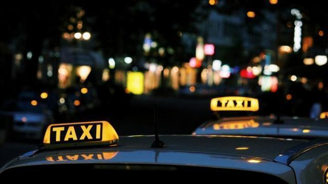 Taxi Barcelone Carte Bancaire.Podcast Un Homme D Affaires Oublie Sa Carte Bancaire Le
