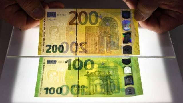 photo après les billets de 5, 10, 20 et 50 euros, c'est au tours des coupures de 100 et de 200 euros de rejoindre la série « europa ». © arne dedert / dpa / afp