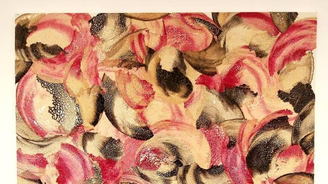 photo un des tableaux peint par sarrazine, alias sylvie thurault, à partir d'une pâteà crêpes de blé noir pigmentée et résinée. © ouest-france