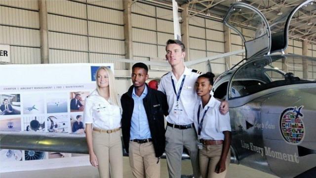 """Résultat de recherche d'images pour """"avion construit par des adolescent sud africain"""""""