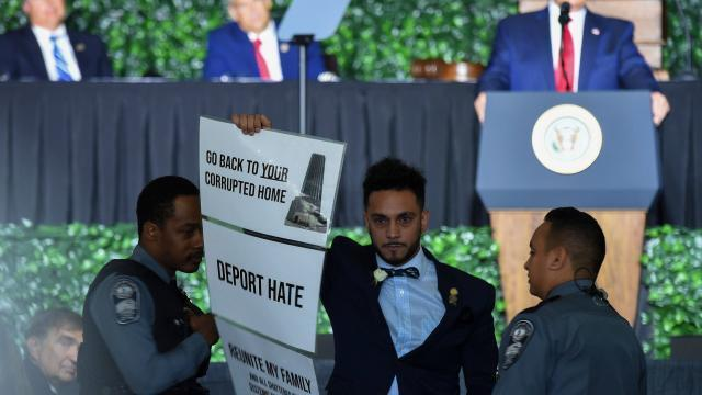 Voit L'un Accusé Perturbé RacismeDonald Ses Discours Trump De 4L3q5cAjR