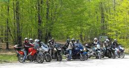 Actu sortie seul ou en groupe, les balades moto en sarthe offrent des paysages très diversifiés.