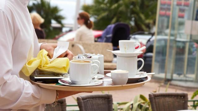 photo le lundi midi, en ce moment, c'est pire que dans l'année. il est très difficile de trouver un restaurant d'ouvert. © archives ouest-france.