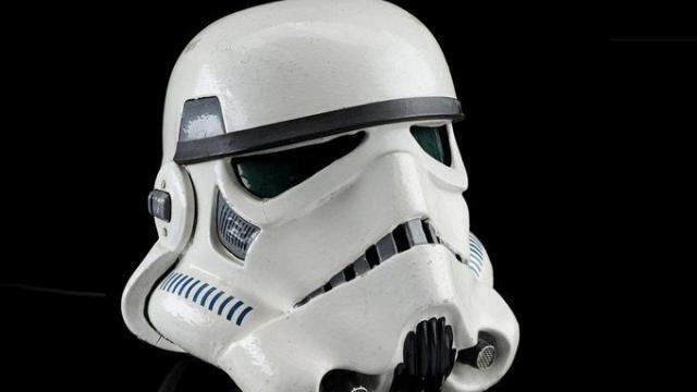 photo un casque de stormtrooper, pour les grands fans de star wars. © (photo : propstoreauction)