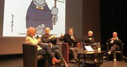 actu cinéma débat lors de la première édition du festival, en novembre 2018, avecanne-sophie mercier, journaliste au canard enchaîné, michel royer, réalisateur ; l'animateur john-paul lepers, les dessinateurs philippe geluck et mathieu sapin.