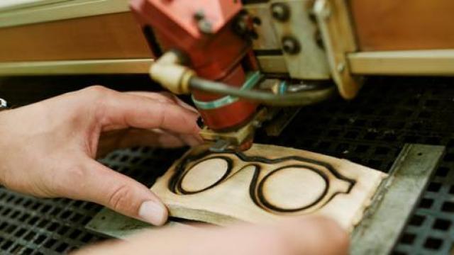 photo les matériaux biosourcés intéressent de nombreux secteurs industriels qui cherchent des solutions innovantes pour faire évoluer leurs produits © ecole du bois