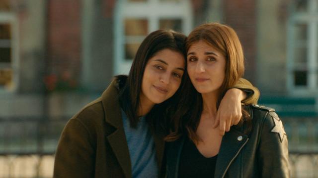 photo leïla bekhti et géraldine nakache campent deux sœurs que tout oppose dans « j'irai où tu iras ». © dr