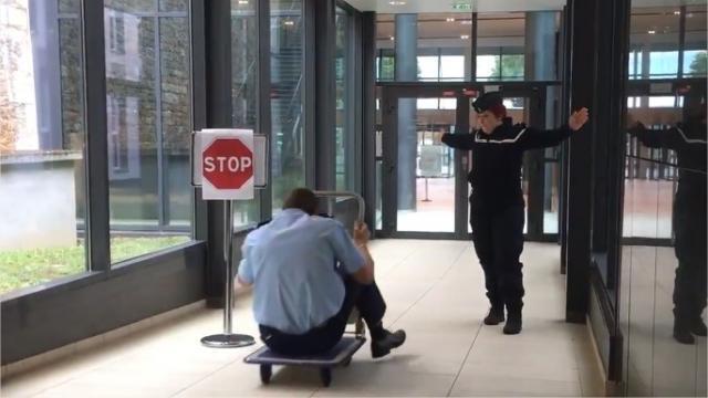 photo la gendarmerie nationale a profité de la sortie sur smartphone du nouveau jeu vidéo mario kart pour mettre en garde les automobilistes sur les dangers de la route. © compte twitter - gendarmerie nationale